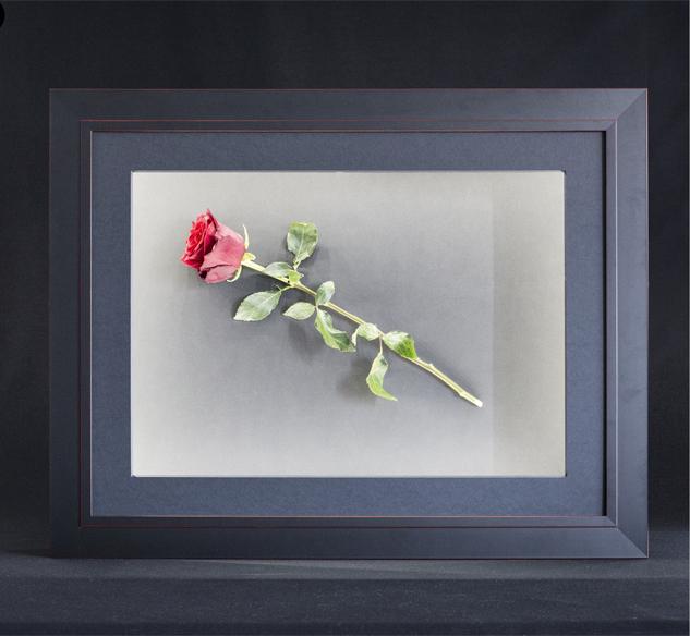 encadrer des objets avec la led box l eclat de verre cadres miroirs et encadrement sur mesure. Black Bedroom Furniture Sets. Home Design Ideas