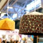 lampes en cartonnage sur le stand eclat de verre au salon créations et savoir faire